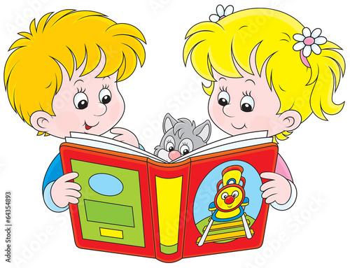 mala-dziewczynka-i-chlopiec-czyta-ksiazke