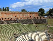 Teatro Antico, La Cavea