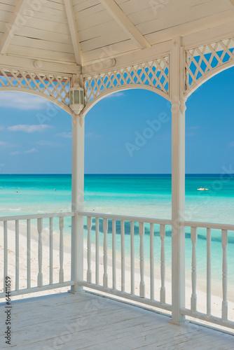 widok-na-plaze-z-romantycznego-tarasu
