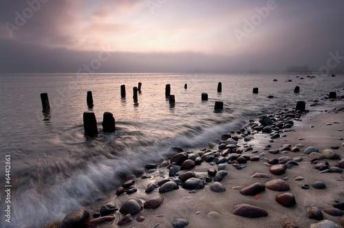 Piękne obrazy wczesnie-rano-mgly-morza-baltyckiego-plazy