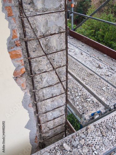 Fotomural  reinforced concrete structure deteriorated