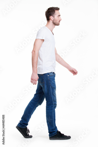 Foto  Full portrait of walking man in white t-shirt casuals.