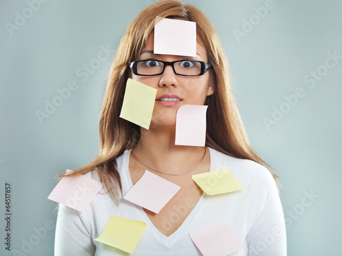 Fotografía  Beautiful young woman covered with post it notes