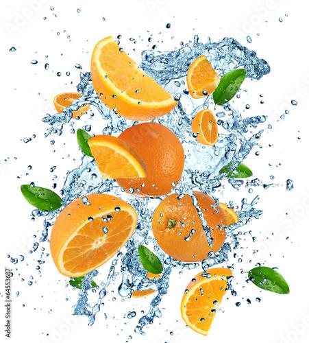 Foto op Canvas In het ijs Oranges with water splash