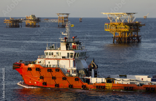 Staande foto Industrial geb. Oil rigs and a supply vessel