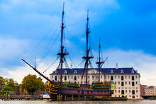 VOC Amsterdam. Dutch Sailing S...