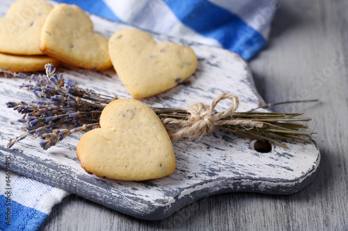 Fotobehang Koekjes Lavender cookies on cutting board, on color napkin background