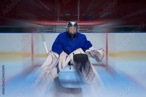 Fotomural Young hockey goalie and flying puck