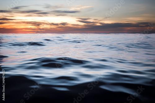 Fotobehang Zee / Oceaan dark ocean sunset
