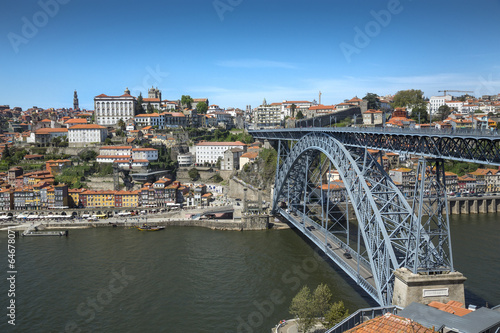 Foto  Ville de Porto au Portugal avec bateau Rabelo