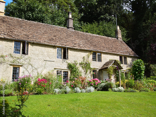 Photo  English cottage with flower garden