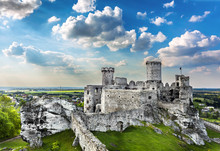 Castle, Ogrodzieniec Fortifica...