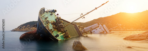 Photo Stands Ship shipwreck , cargo ship