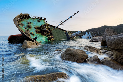 Photo Stands Ship shipwreck