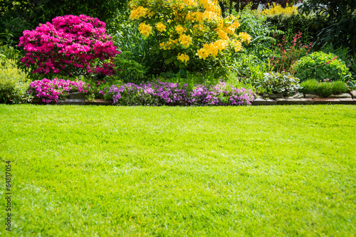 Garten Bepflanzung Und Rasen Buy This Stock Photo And Explore