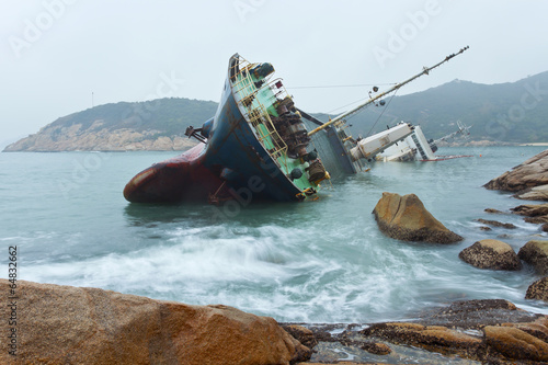 Tuinposter Schip Wreck on the coast in Hong Kong
