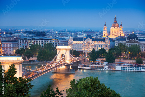 Photo  Chain Bridge, St. Stephen's Basilica in Budapest