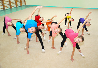 Fototapeta Do klubu fitness / siłowni Happy sporty children in gym