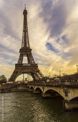 Fototapety, obrazy: Eiffelturm vor buntem Himmel