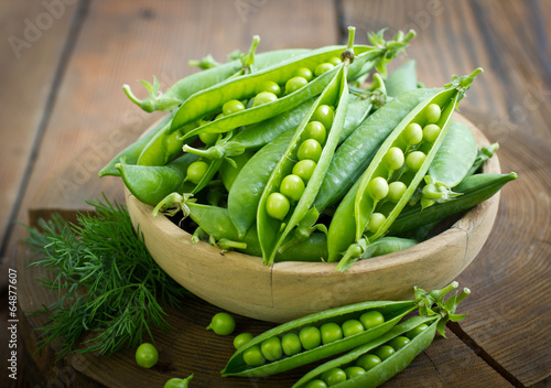 Fotografia Fresh peas in the bowl
