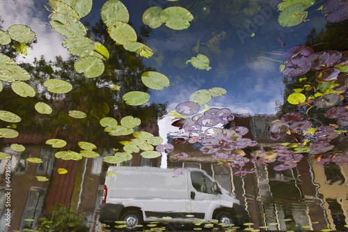 Poster Jaune white van reflection in canal