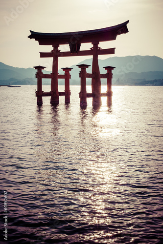 Keuken foto achterwand Japan Miyajima,big Shinto torii standing in the ocean,Hiroshima,Japan
