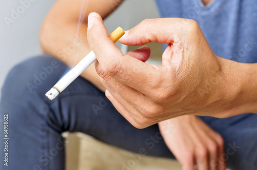 Fotografía young man smoking