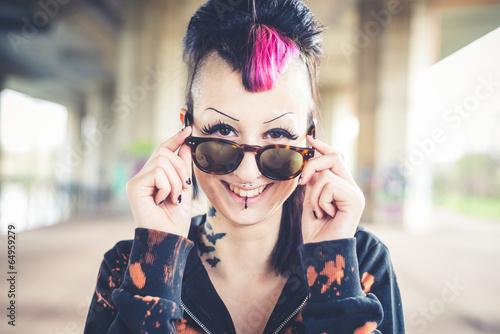 Fotografie, Obraz  Krásná mladá punková dívka tmavé
