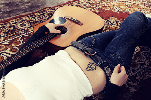 Woman with a acoustic guitar Plakat