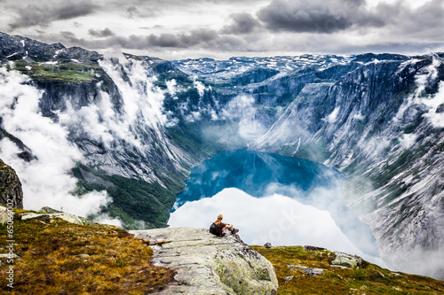 Photo  Beautiful norwegian landscape with mountains on the the way to t