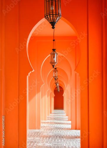pomaranczowe-drzwi-lukowe