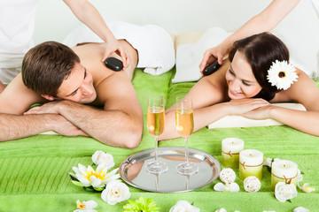 Panel SzklanyCouple Enjoying Hot Stone Massage At Spa