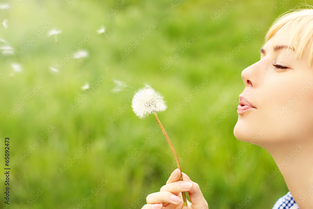 Fototapety, obrazy: Woman with dandelion