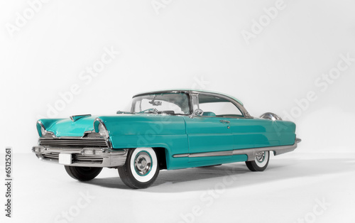 Foto op Canvas Vintage cars old green, classic vintage car on white isolated background