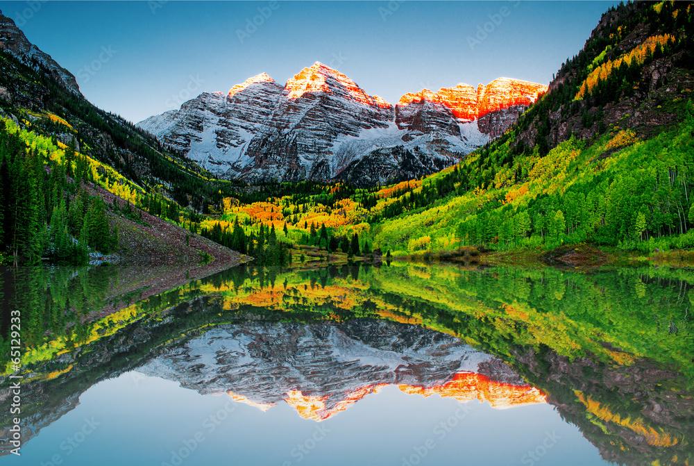 Fototapeta Sunrise at Maroon bells lake