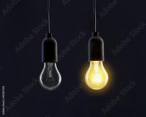Photo  Light bulb lamps on black background