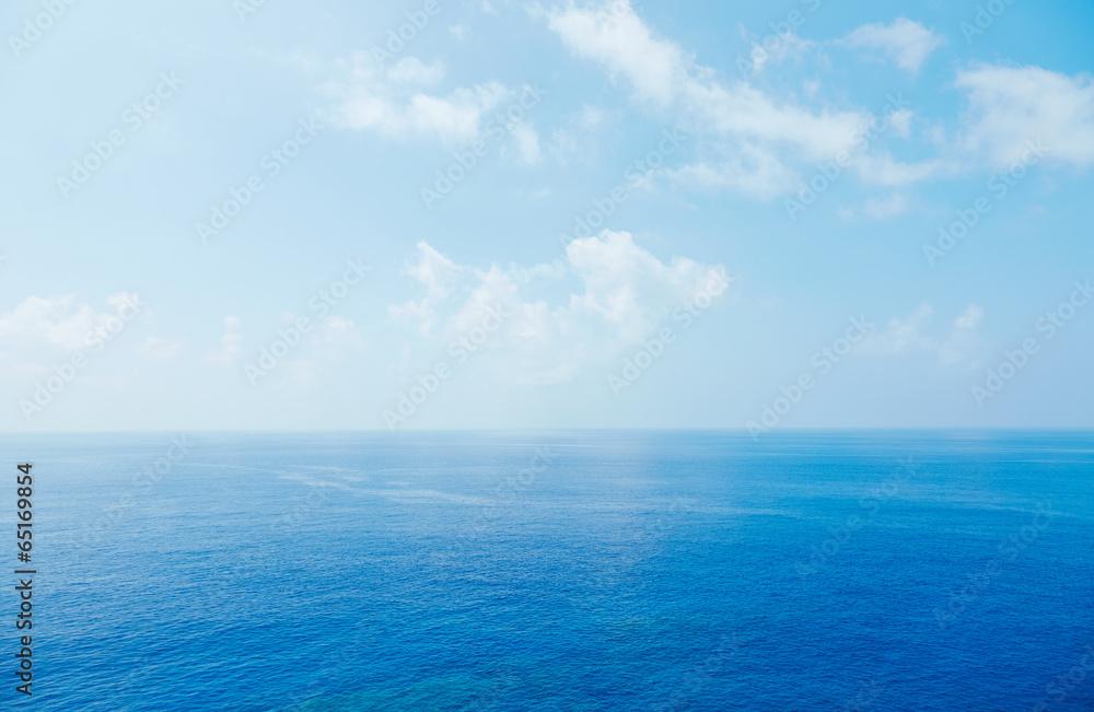 沖縄の青空と海