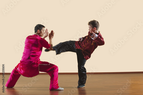 Fotomural Kung Fu,Changquan,Duilian,Lange Faust Style,Kung Fu Lehrer und Jungen (10-11)
