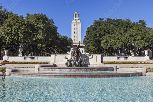 Foto op Plexiglas Texas University of Texas Tower Building and Littlefield Fountain