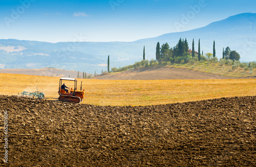 Foto op Plexiglas Toscane Country house on a hill in Crete Senesi Tuscany