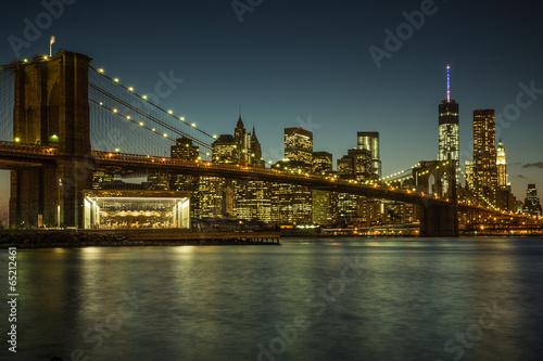 Printed kitchen splashbacks Brooklyn Bridge Beleuchtete Brooklyn Bridge und Skyline von Manhattan
