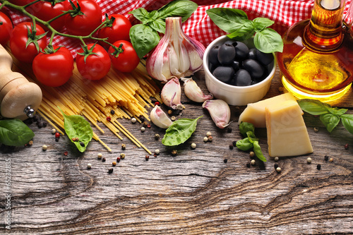 Fotografia  Vegetables,herbs and spices for Italian food