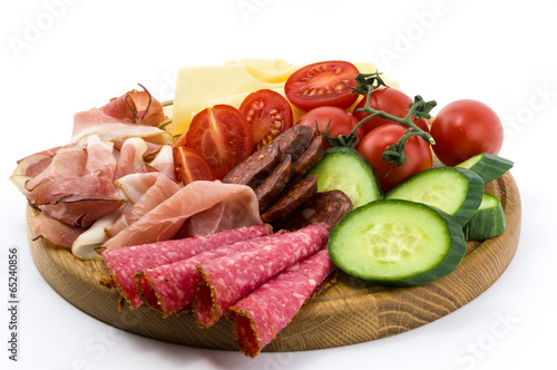 In de dag Voorgerecht Cold meals and vegetables on wood plate