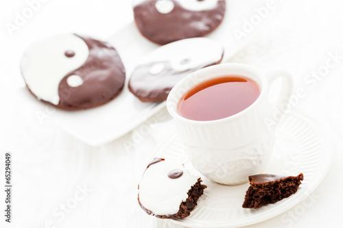 Fotografie, Obraz  Yin and yang cookies