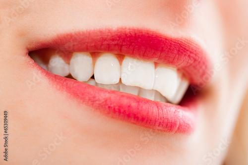 bouche sexy et rouge à lèvre rouge Poster