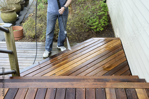 Fotografia  Man Washing Deck