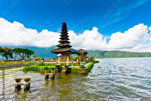 Foto op Plexiglas Indonesië Pura Ulun Danu temple on a lake Beratan. Bali ,Indonesia