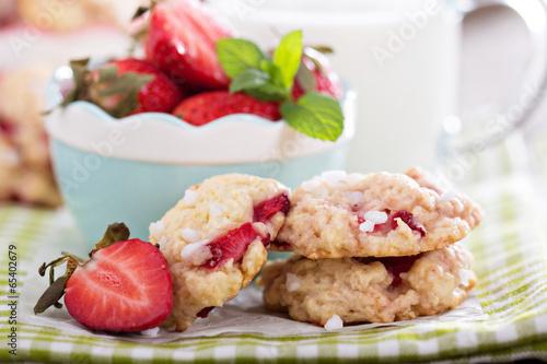 Vászonkép Shortcake cookies with strawberries