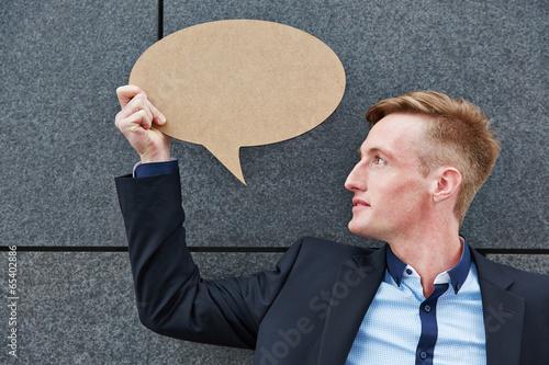 Fotografía  Geschäftsmann hält eine leere Sprechblase