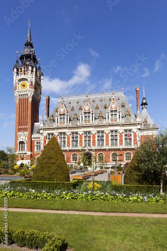 Foto op Canvas Londen rode bus Town Hall of Calais, France